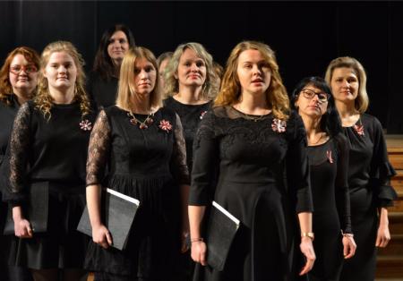 """Fotostāsts: Kora """"Unda"""" koncerts Jēkabpils Tautas namā Barikāžu atceres pasākumā"""