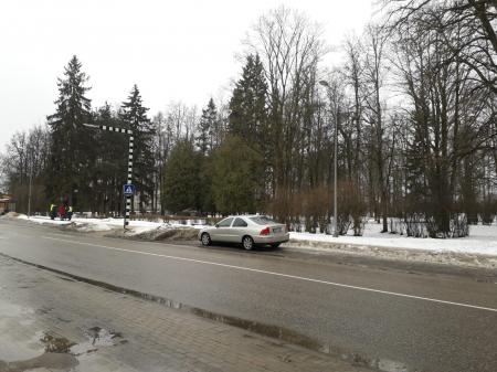 Jēkabpilī, Rīgas ielā no piemiņas vietas nozagts padomju laika lielgabals (FOTO) (PAPILDINĀTS AR POLICIJAS INFORMĀCIJU)