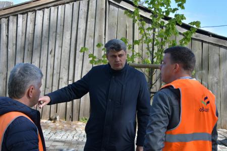 """Jēkabpilī, Zaļās ielas posmā SIA """"Ošukalns"""" veic atkārtotu asfaltseguma ieklāšanu (FOTO)"""