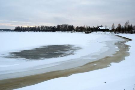 Pļaviņās nosaka paaugstinātu ledusbīstamības periodu pašvaldības teritorijā esošajās ūdenstilpēs
