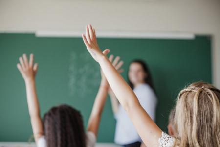 Latvijā ir vienas no zemākajām skolotāju algām OECD valstu vidū